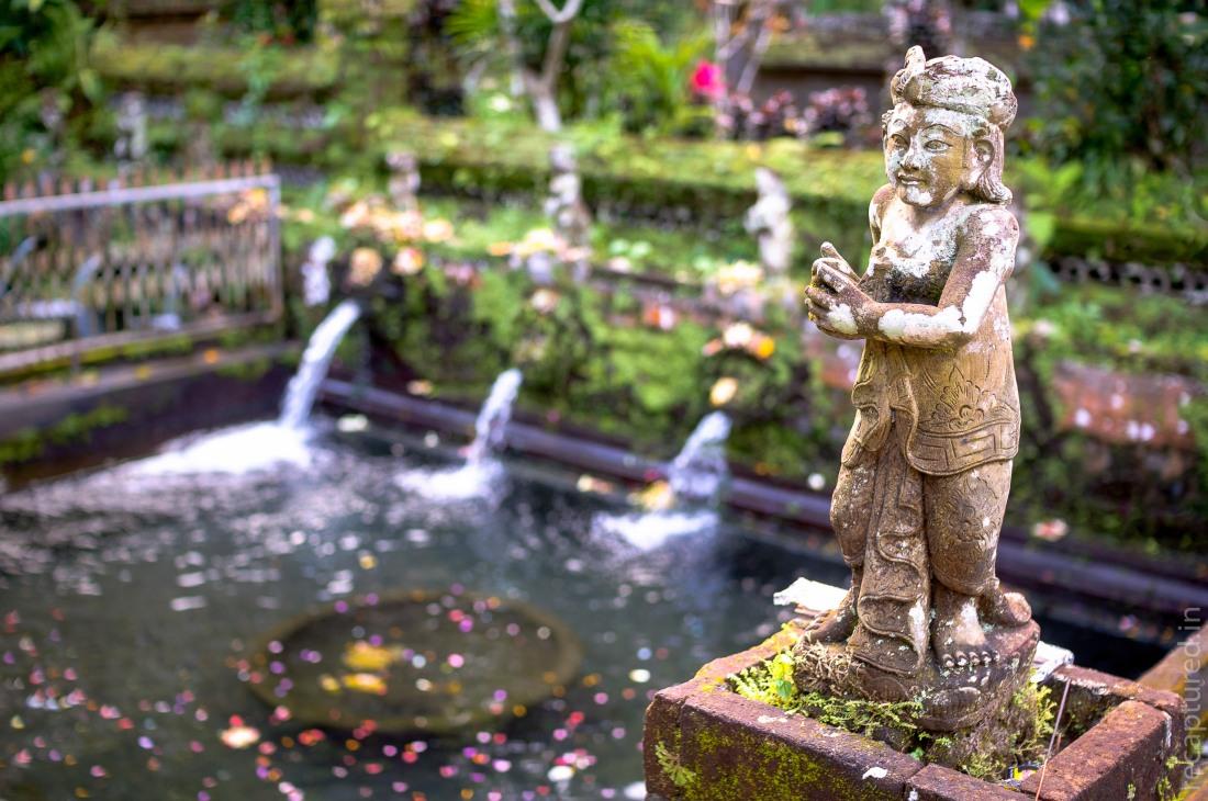 Statue at Gunung Kawi Sebatu: One of the many varied and beautiful statues at the Gunung Kawi Sebatu near Ubud in Bali, Indonesia.